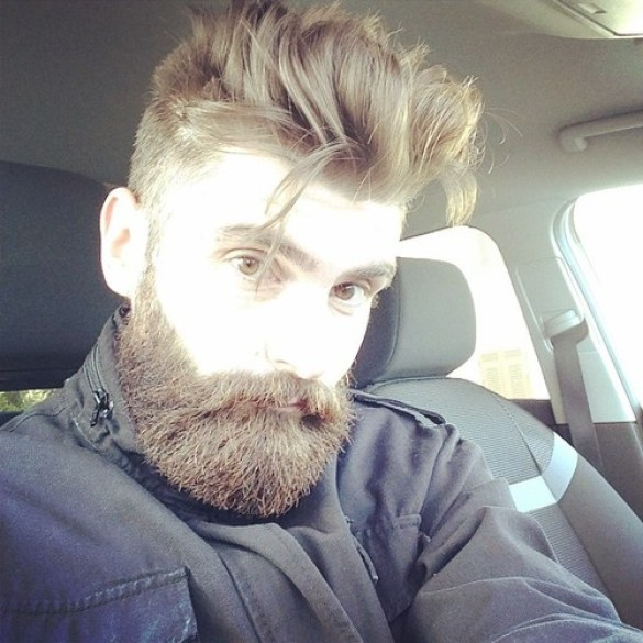Source: hotbeardedguys.tumblr.com