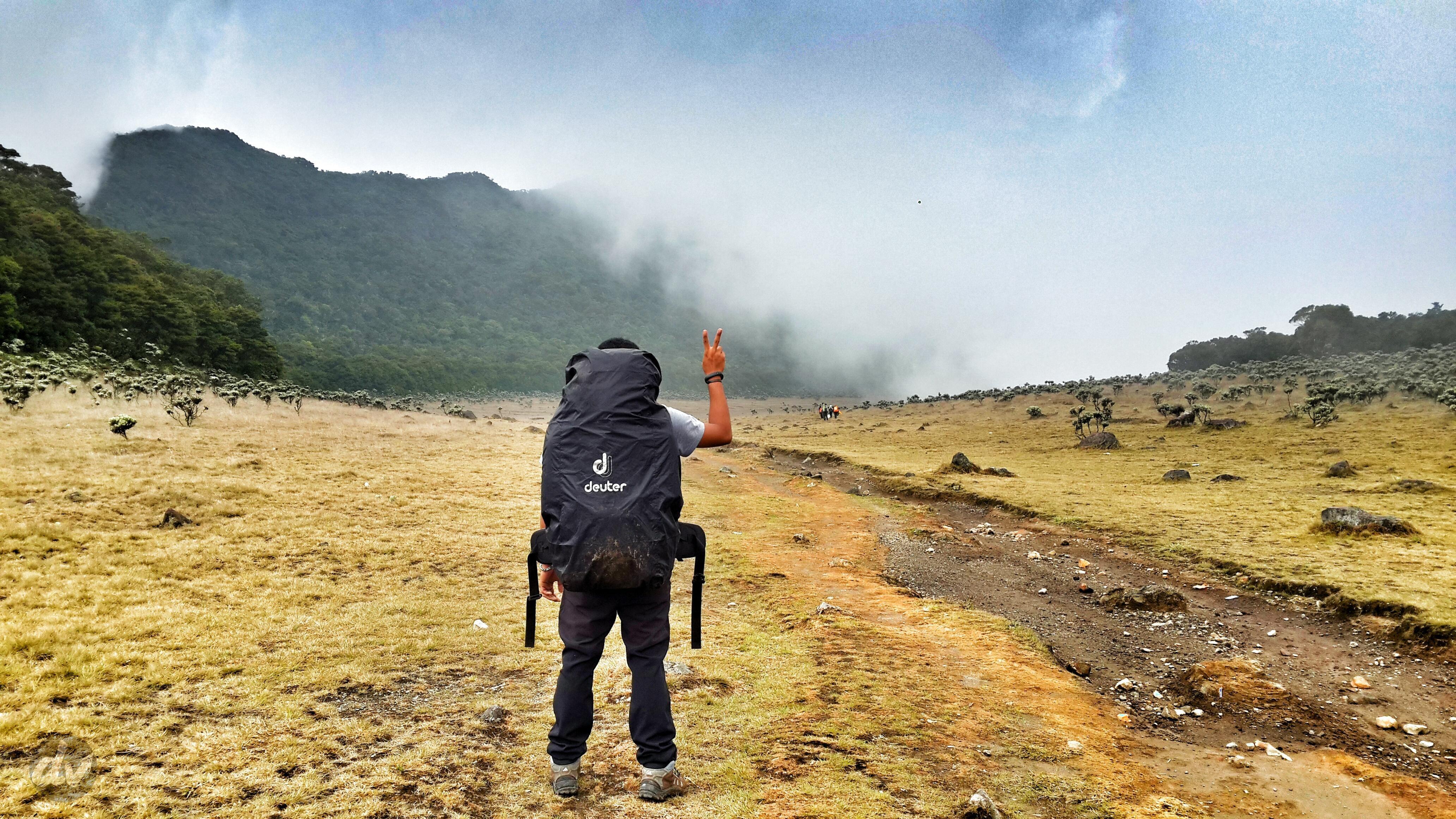bepergian sendiri mendaki gunung