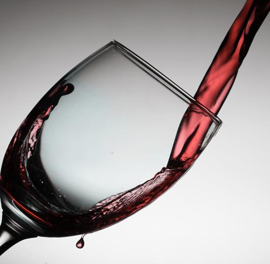 Une solution simple pour nettoyer les tâches de vin sur vos vêtements ou votre linge par Dailywash, votre pressing à Aix-en-Provence