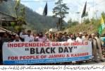 کشمیریوں کا بھارتی یوم آزادی پر یوم سیاہ، ایل او سی کے دونوں اطراف عوام کا احتجاج