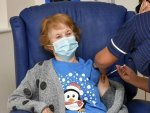 دنیا کی پہلی کورونا ویکسین برطانیہ کی 90 سالہ خاتون کو لگا دی گئی