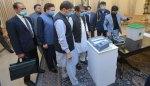 وزیرِ اعظم عمران خان نے الیکٹرانک مشین سے ووٹ ڈالا