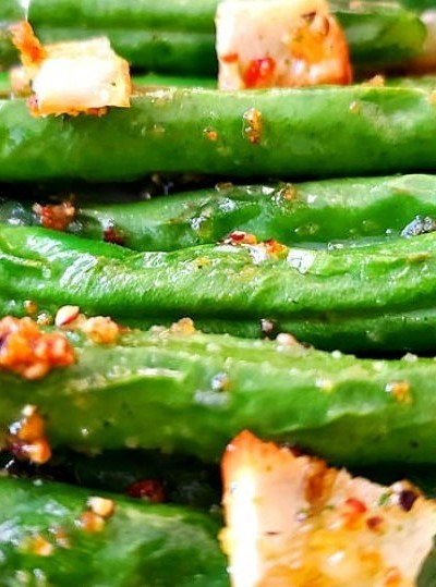 5 Minute Air Fryer Garlic Roasted Green Beans