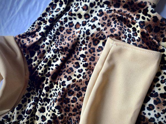 Giraffe print remnant velvet. Vintage turtleneck with beige jersey. Upcycled garment.