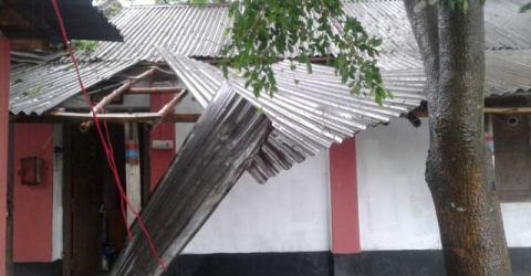 আম্ফানের ক্ষত নিয়ে দাঁড়িয়ে আছে আত্রাইয়ের বান্দাইখাড়া টেকনিক্যাল কলেজ