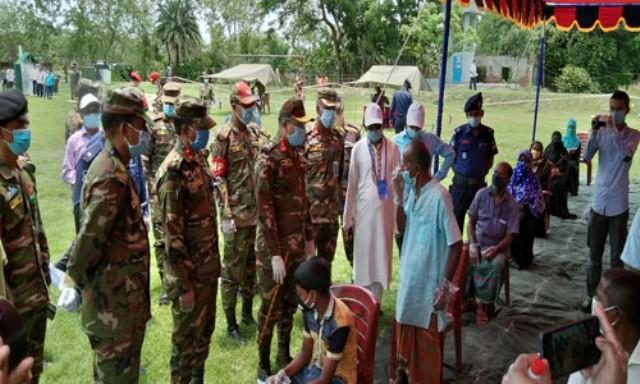 বাগেরহাটে দেড় শতাধিক মানুষকে চিকিৎসা সেবা দিল সেনাবাহিনী