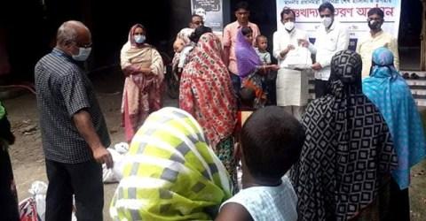গৌরীপুরে পৌরসভার উদ্যোগে ২য় পর্যায়ে শিশু খাদ্য বিতরণ