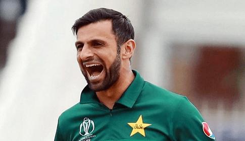 পাকিস্তানের বিশ্বকাপ দলে ঢুকছেন শোয়েব মালিক