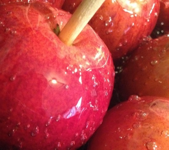 red toffee apples, toffee apple recipe, homemade toffee apple, Halloween recipe