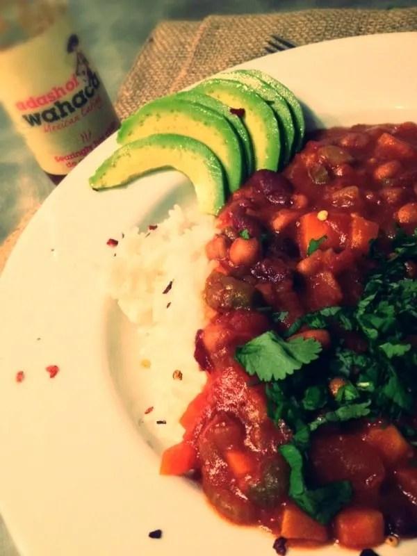 slow cooker vegetarian chilli recipe, vegan family recipe, avocado, wahaca chilli sauce