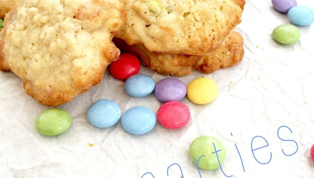 smarties cookies recipe, how to make smarties cookies, easy family food from daisies and pie