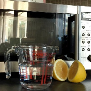 how to clean the microwave easily, cleaning with lemons, green cleaning, homekeeping from daisies and pie
