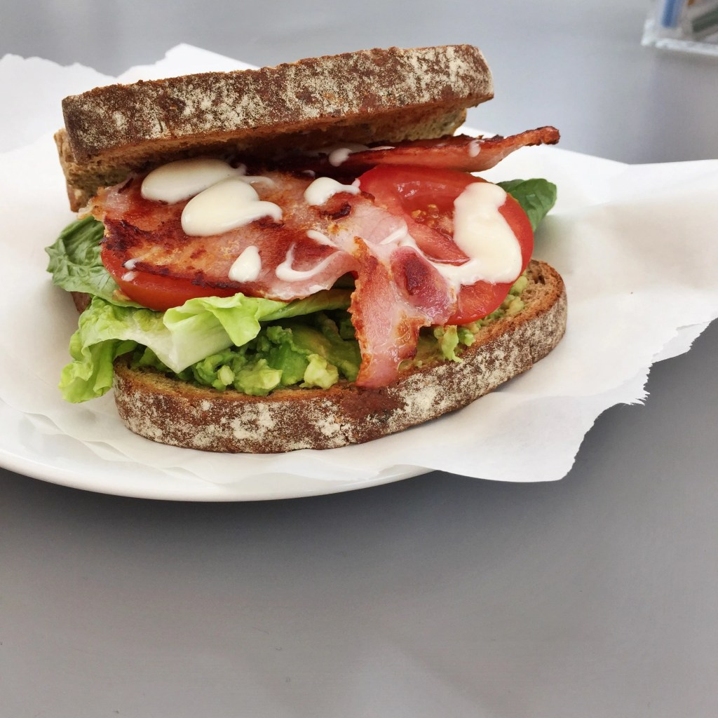 ultimate blt recipe, BLT sandwich, how to make a BLT, bacon salad roll, easy take to work lunches, pack lunch sandwich idea, easy family food from daisies and pie