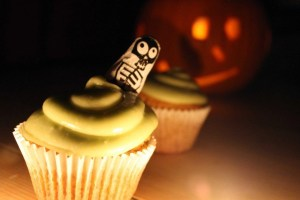 pumpkin cupcakes, avocado buttercream icing, halloween cupcakes, halloween party cakes, halloween party food