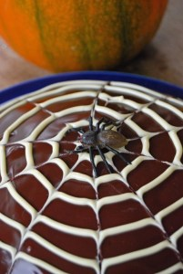 halloween cobweb cake, halloween cake, spider cake for halloween, halloween party recipes