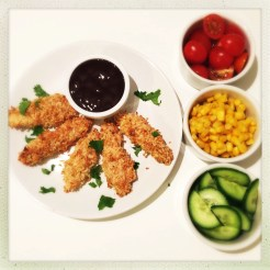 chicken dippers, homemade chicken nuggets, how to make homemade chicken nuggets, easy chicken dipper recipe, easy family food from daisies and pie