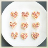 chocolate love heart recipe, how to make edible love heats, edible valentine's day gift ideas, mother's day gift ideas, easy family food from daisies and pie