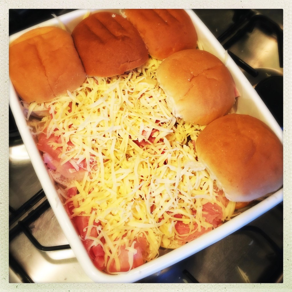 ham and cheese sliders recipe, oven baked ham and cheese rolls, quick recipes for feeding a crowd, easy family food from daisies and pie