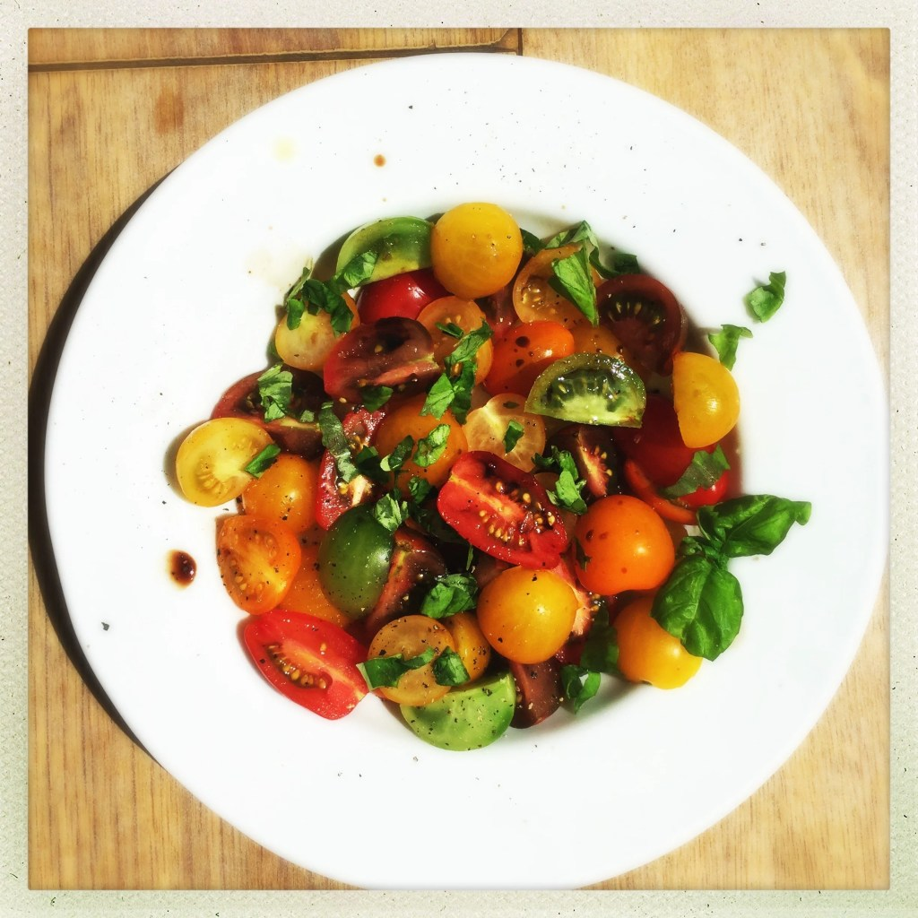 perfect tomato salad, tomato and basil salad recipe, how to make classic tomato salad, easy family food from daisies and pie