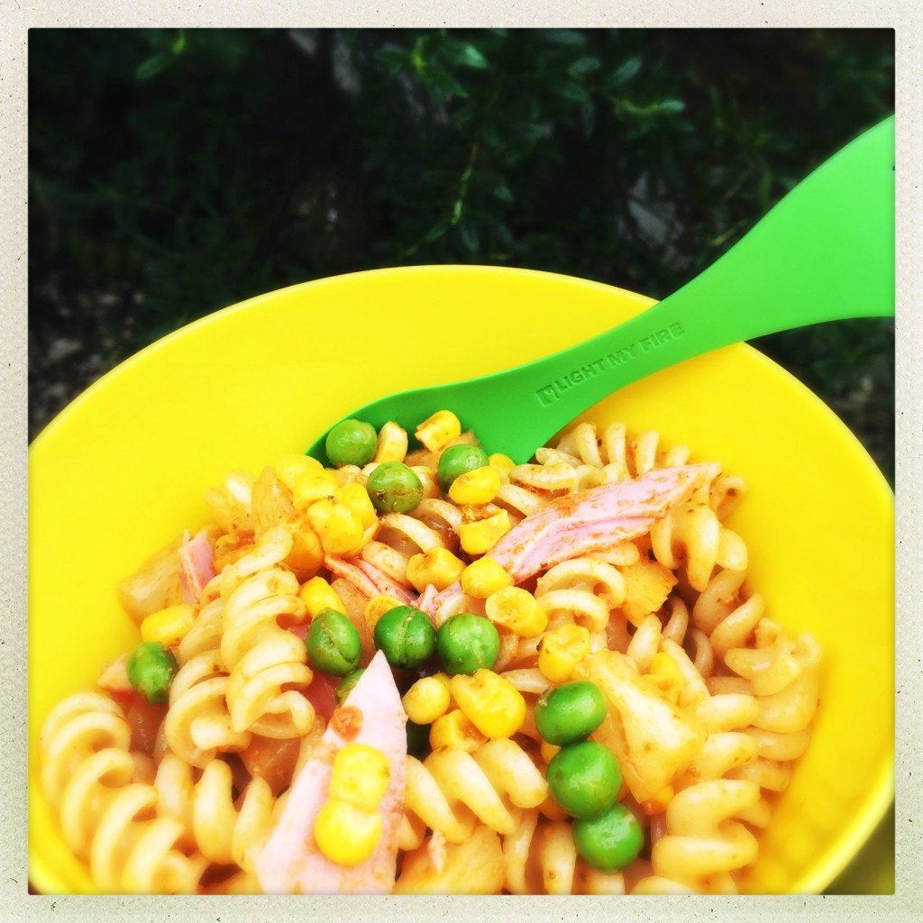 kids lunchbox pasta recipe, easy pasta salad for kids, packed lunch recipe for kids, easy family food from daisies and pie