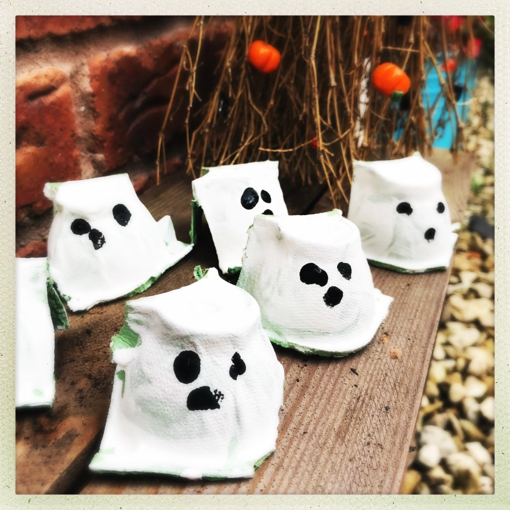 egg box ghosts, halloween crafts for kids, easy halloween crafts for kids, kids autumn activities