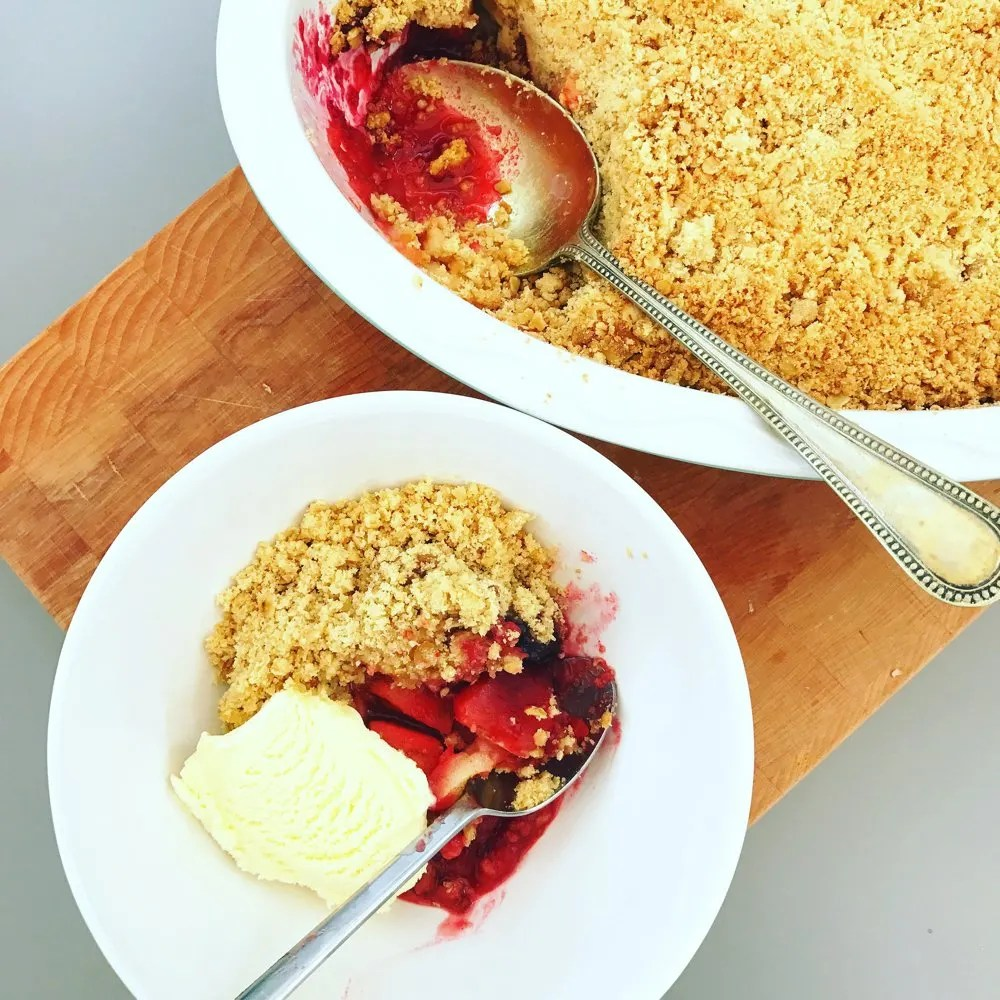 Easy Apple and Blackberry Crumble