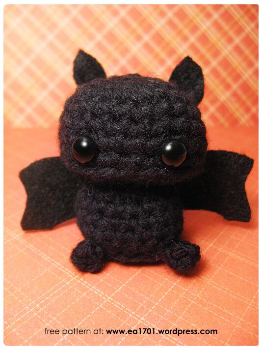 Creepy but cute crochet amigurumi dolls - mallooknits.com   712x534