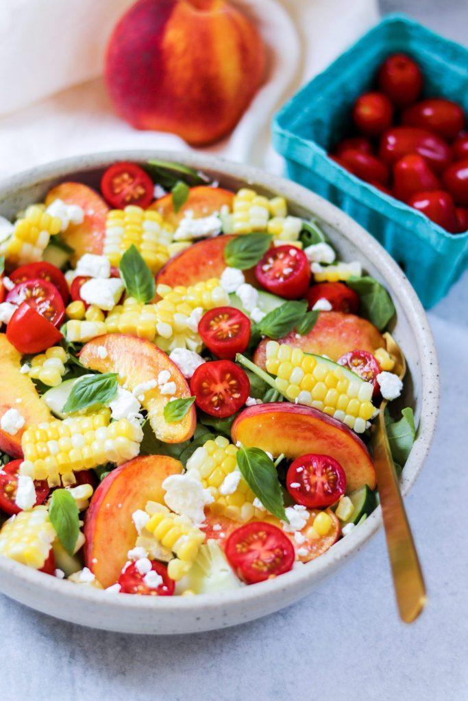 Summer peach salad - Daisybeet