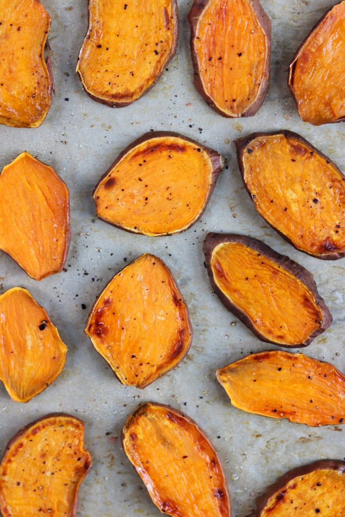 Sweet potato toasts with Mediterranean salsa - Daisybeet