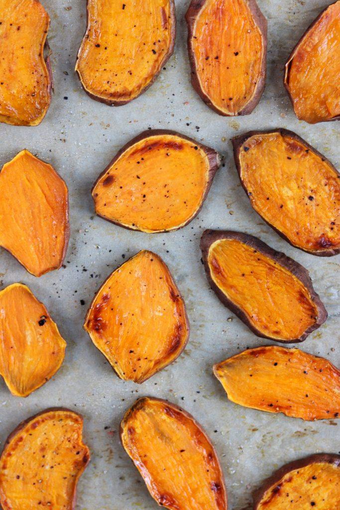 Sweet potato toasts with Mediterranean salsa - Daisybeet