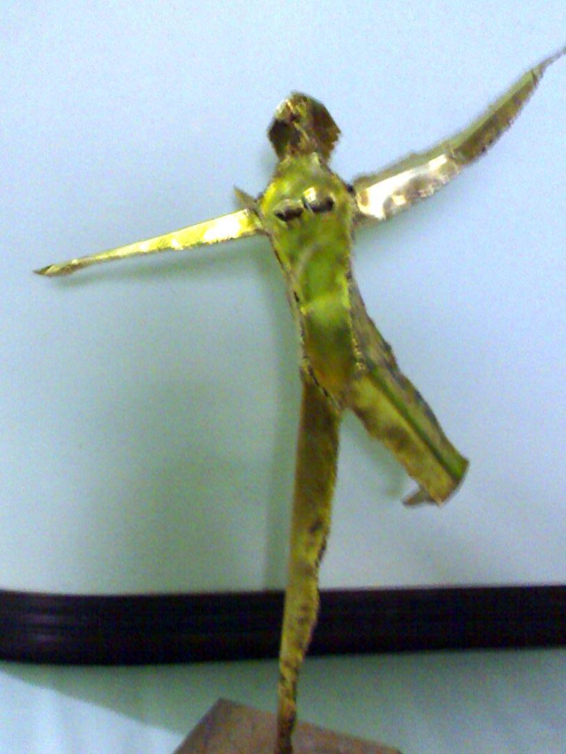 """Mananayaw"" (2007), bronse, eskultura ni Raul Funilas."