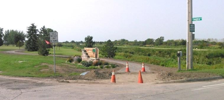 Access to Kuhnert Arboretum trail at Melgaard Road and Dakota Street, Aberdeen, South Dakota, 2015.08.30.