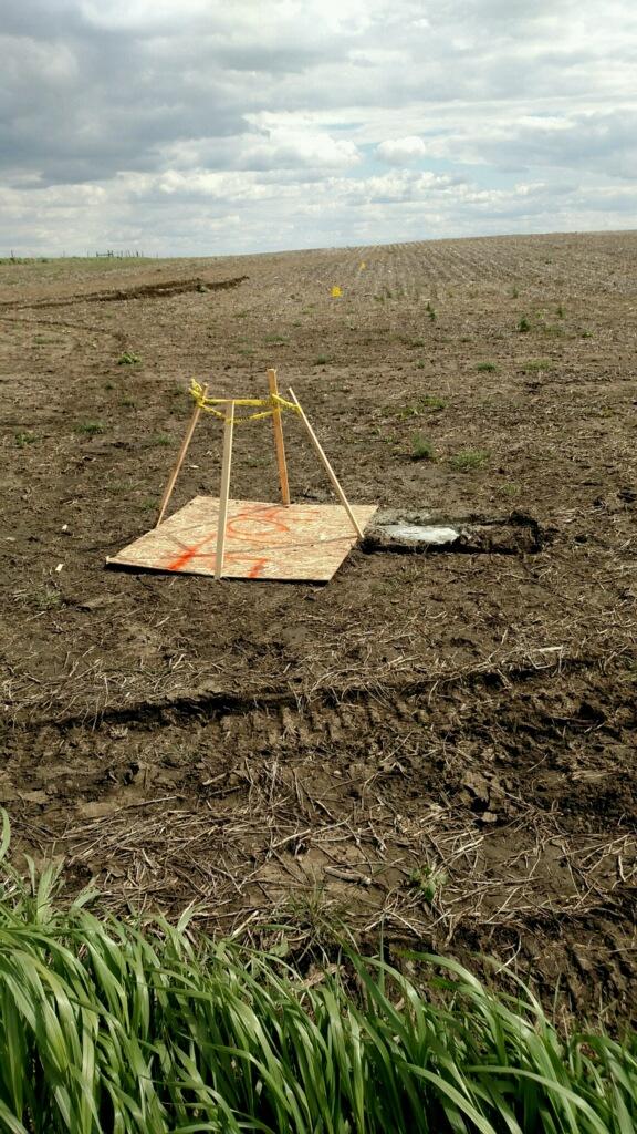 Photo of temporary marker on TransCanada Keystone pipeline route, taken from 290th St, southeast of Menno, South Dakota, 2016.05.14.