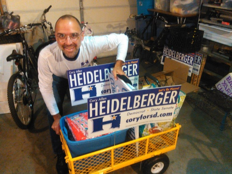 Small but mighty: the Heidelberger for Senate parade wagon, ultimately distributing 2,700 Smarties packets and 2,100 campaign cards (plus a couple bottles of water for the campaign crew!).