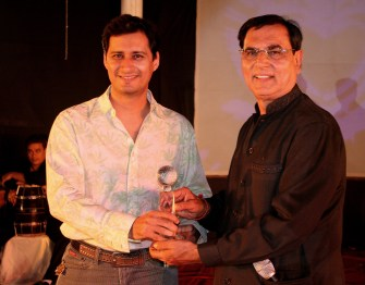 Breaking a record of sorts, Dale Bhagwagar receives the Suvidha Gaurav Achiever Award from Shankar Lalwani, chairman of Suvidha Gaurav Foundation, for the third consecutive year.