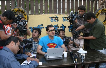 super Dale Bhagwagar holds a Press Conference in Mumbai to defend Shilpa Shetty while she is in Big Brother. - Pic 4