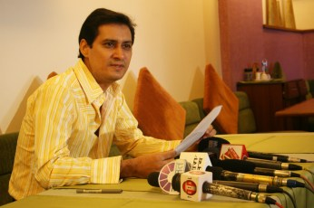yellow Dale Bhagwagar addressing a Press Conference in Mumbai. - Pic 1