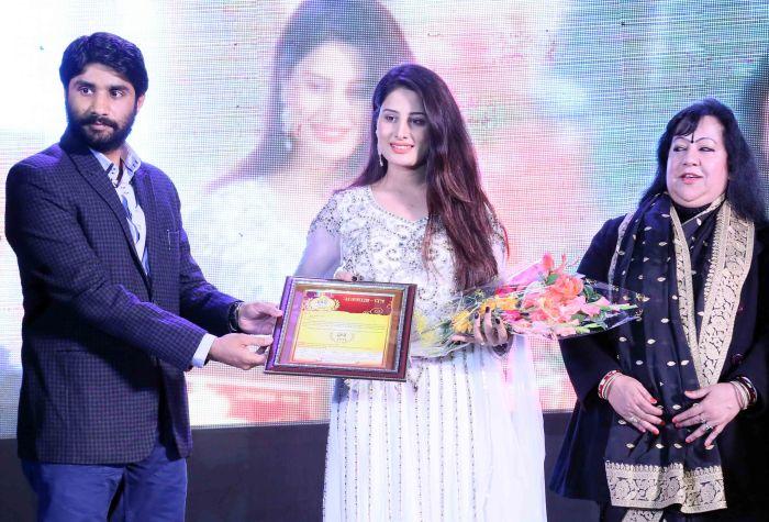 Arjumman Mughal bags Shaurya Award for Ya Rab. - Pic 1