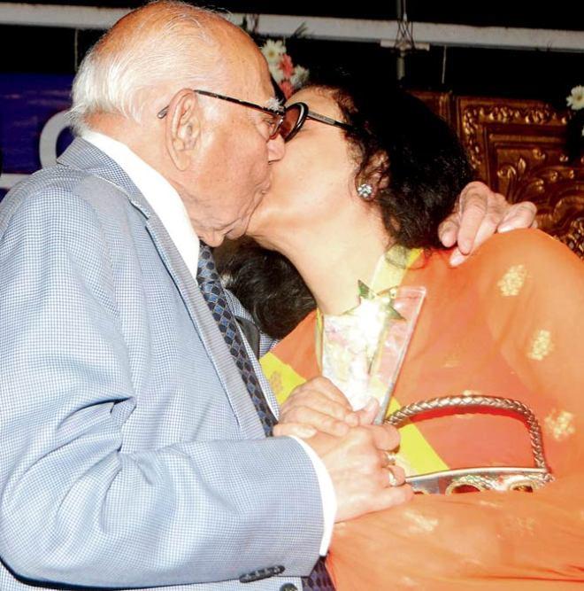 Ram Jethmalani - Leena Chandavarkar at Humlog Awards.