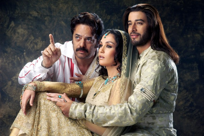 A file pic of filmmaker Akbar Khan with the lead cast of Taj Mahal - An Eternal Love Story.