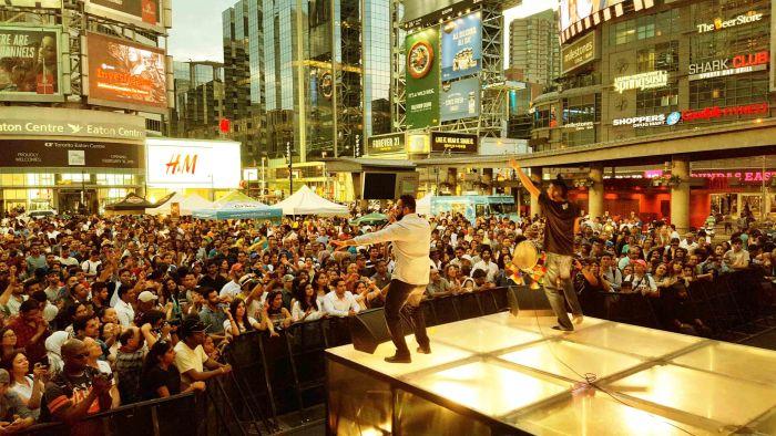 inder-kooner-vocalist-and-karm-cooner-dhol-of-en-karma-during-a-live-stage-performance