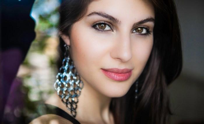 Elnaaz Norouzi. Pic 5.