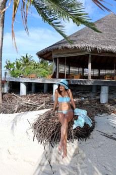 Feryna Wazheri's trip to Maldives (1)