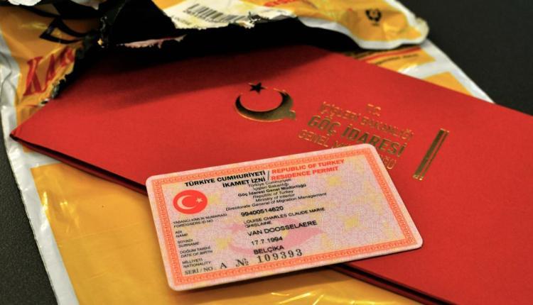 استلام طلبات الإقامة عبر البريد
