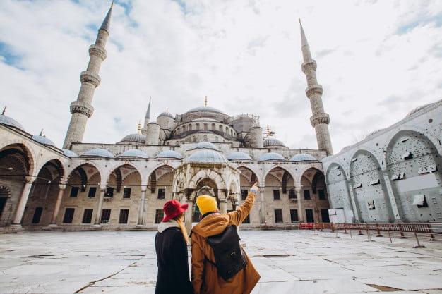 أدوات الإشارة في اللغة التركية