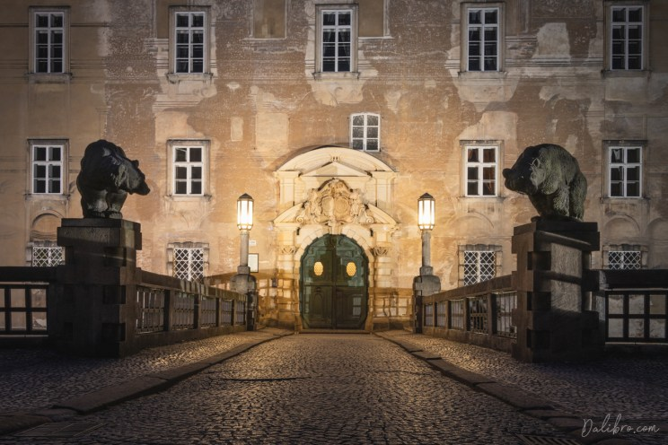 The main entrance of the castle, guarded by bears, Nove Mesto nad Metuji, Czech Republic
