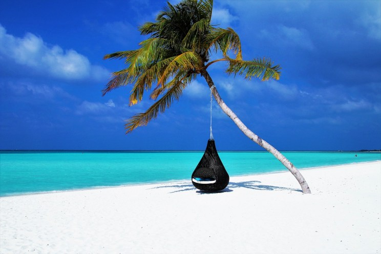 Sure you want to hang out with friends on a beach in some tropical paradise and get paid for it. Who the hell doesn't? But to get there, the way is either very hard or very shady. Credits: pasja1000, Pixabay.com