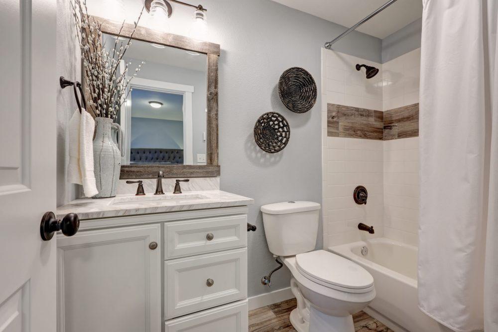 bathroom_decor_AdobeStock_137031392.jpeg