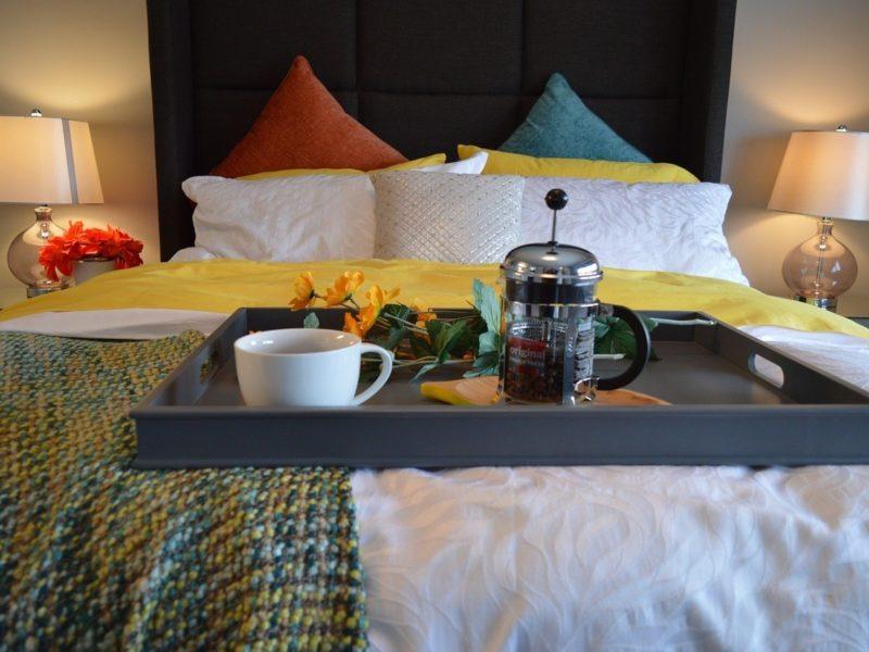 breakfast-in-bed-1158270_1280-800x600