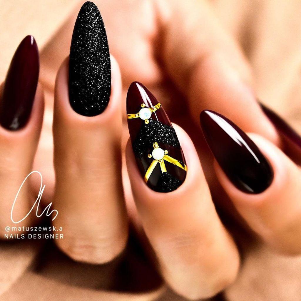 Steal These Cute Black Nail Designs